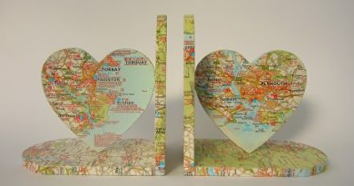 Decoupage heart shaped bookends made by papermix.co.uk